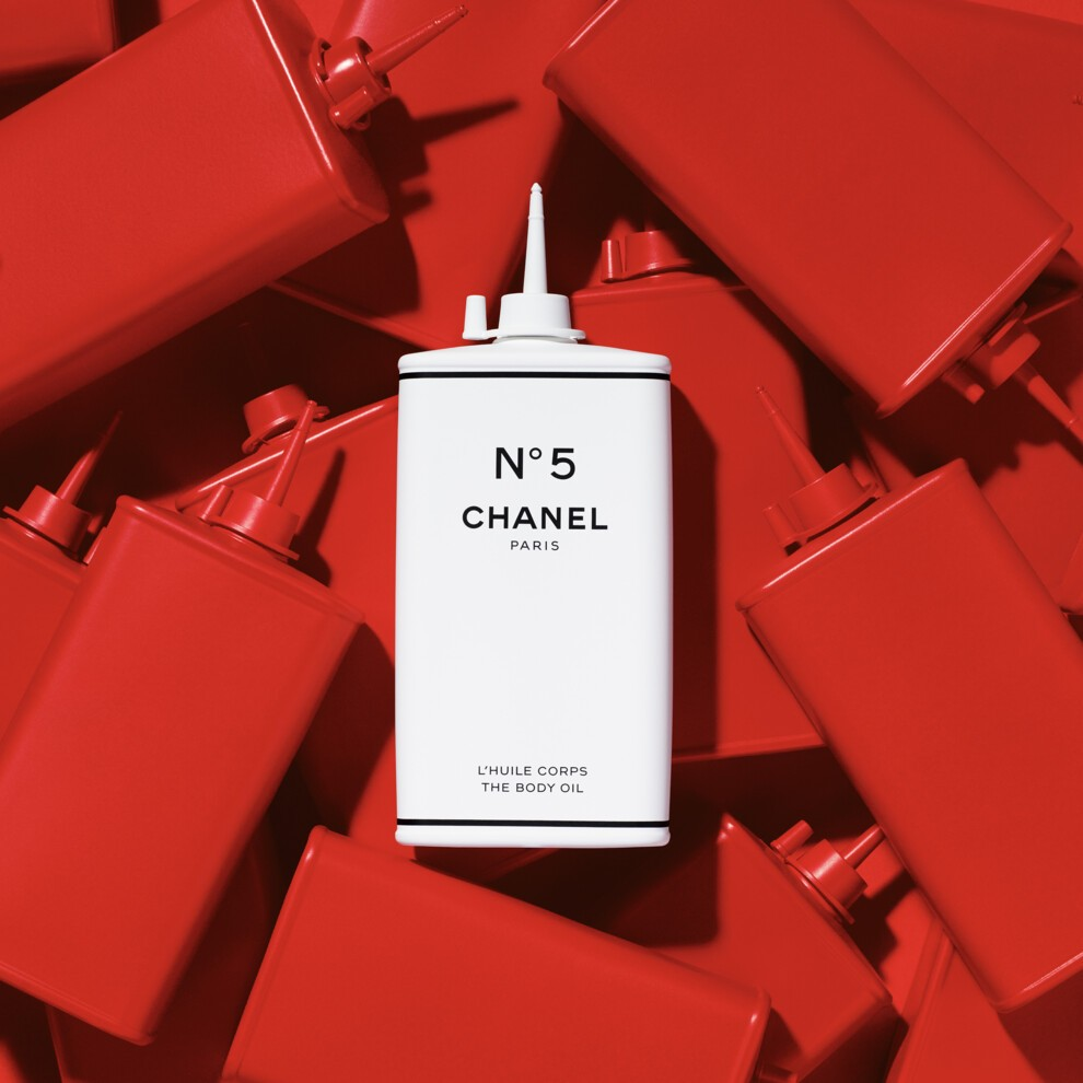 Chanel представили коллекцию во флаконах из домашней утвари