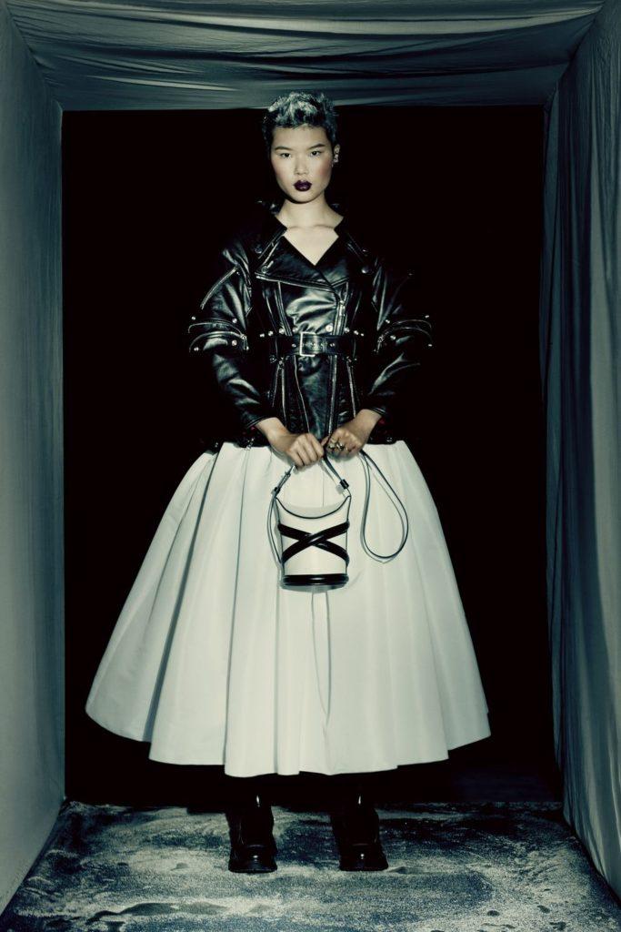 Готическая коллекция Alexander McQueen: красные бутоны или пятна крови?