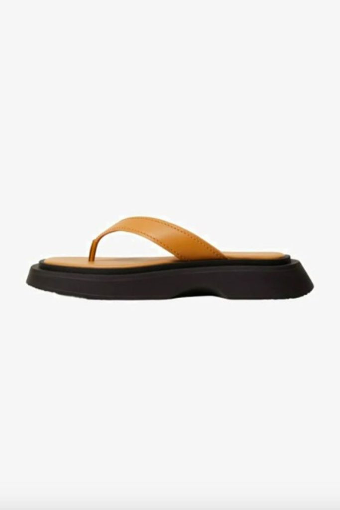 Где приобрести самые стильные сандалии этого лета?