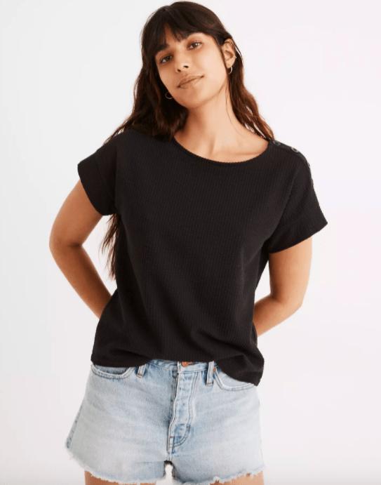 Plus-size футболки, без которых невозможно обойтись в жаркую погоду