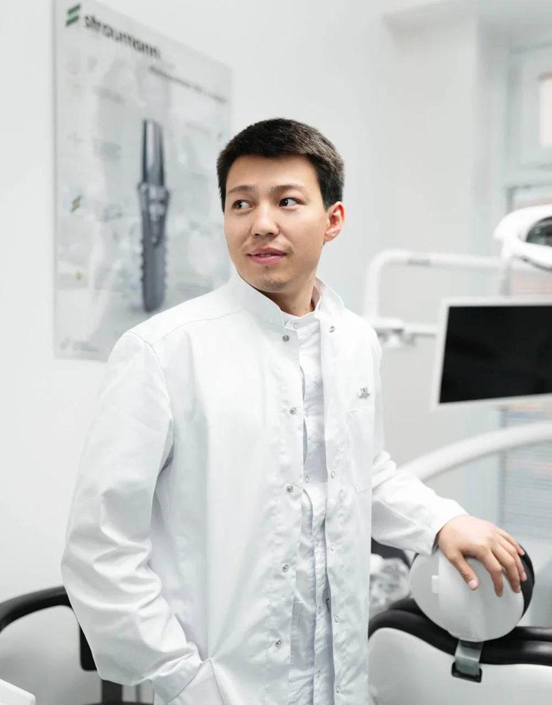 Простое решение сложной проблемы: основатель клиники Dental Esthetic Ильяс Аринов - об имплантации зубов