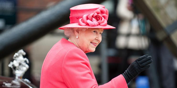 Елизавета II и ее коллекция брошей: Самые красивые украшения королевы