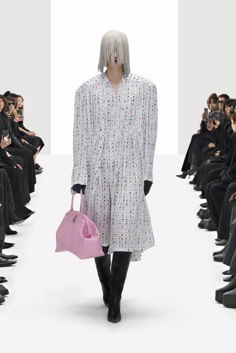Кроксы на шпильке: Balenciaga устроили модный бунт