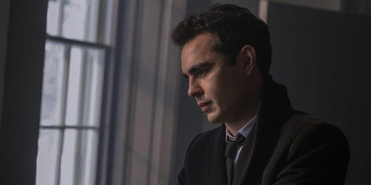 Макс Мингелла объясняет неожиданную концовку нового сезона «Рассказа служанки»