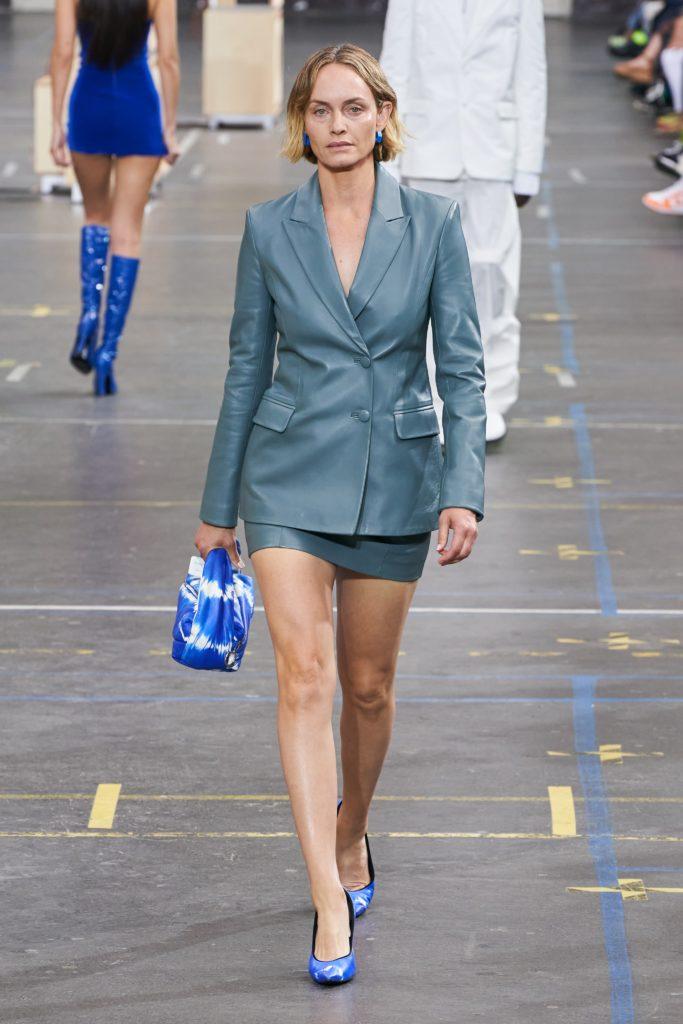 Белла Хадид задала новый тренд во время показа Off-White в Париже