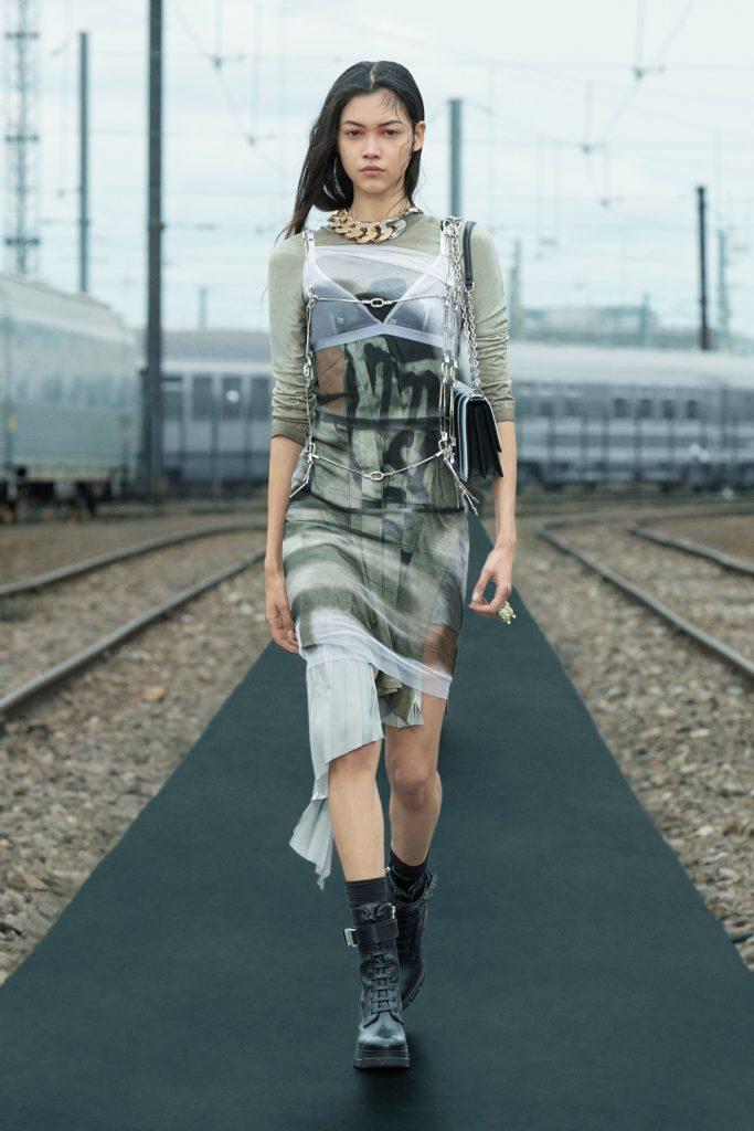 В новом сезоне Givenchy предлагают познакомиться с граффити-культурой