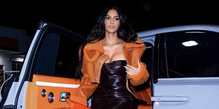 От никому неизвестной тусовщицы до законодательницы моды: Эволюция стиля Ким Кардашьян