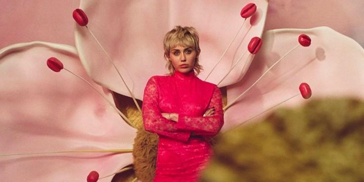 Цветочное безумие: Майли Сайрус стала лицом нового аромата Gucci