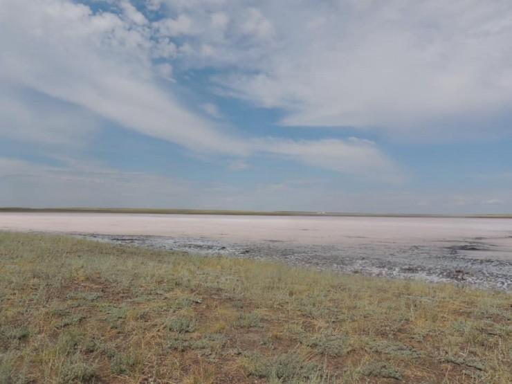 розовое озеро Кобейтуз