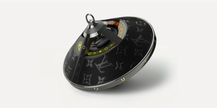Louis Vuitton предлагают дополнять образы стильной колонкой