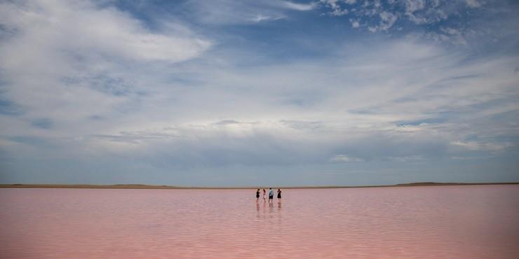 Розовое озеро Кобейтуз исчезает: о причинах высыхания рассказали в акимате