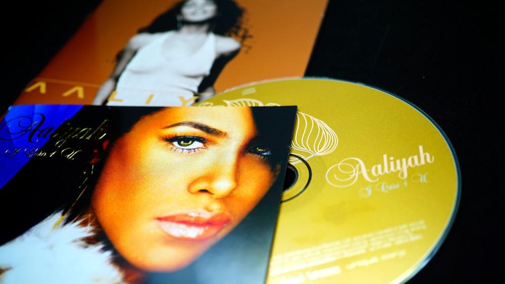 Песни покойной певицы Алии оказались в центре мошеннической схемы?