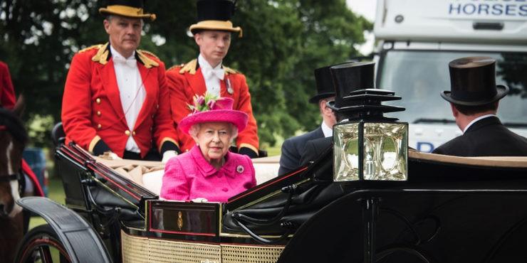 Конец терпению: Елизавета II подаст в суд на принца Гарри и его жену