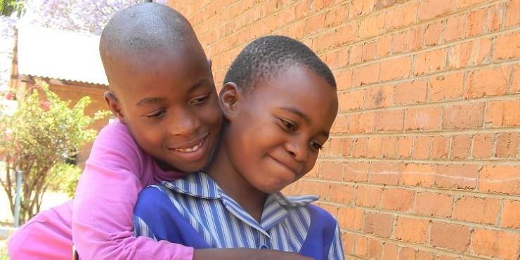 ООН просит власти Зимбабве запретить детские браки