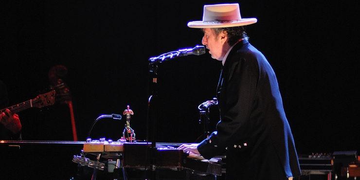 Неожиданно: Боб Дилан обвиняется в совращении малолетних
