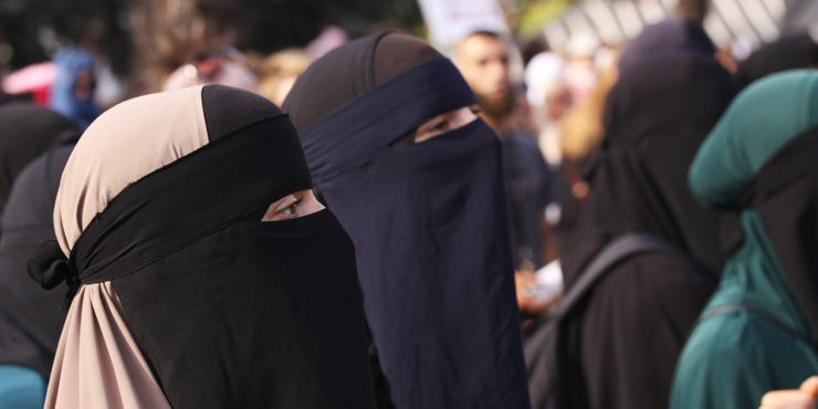 Женщины в Кабуле вышли на протест в защиту своих прав