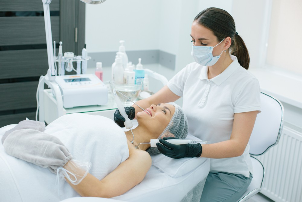 Микротоковая терапия: Почему все так на ней помешались?