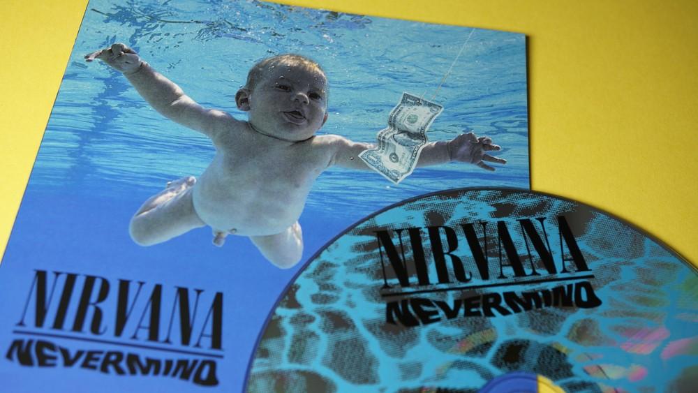 """Малыш с обложки альбома Nevermind группы Nirvana обвинил музыкантов в распространении """"детской порнографии"""""""