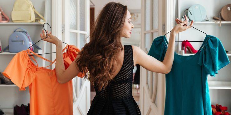Одежда без складок: как избавиться от заломов без утюга?