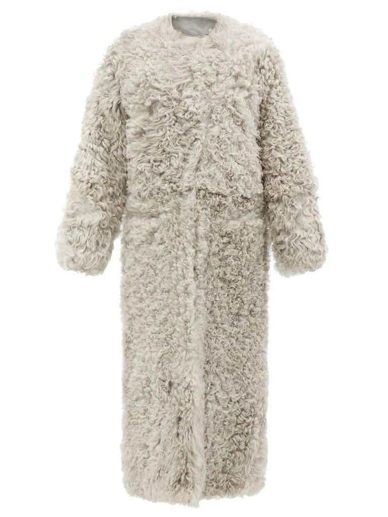 К холодам готовы: Самые стильные вещи из овчины