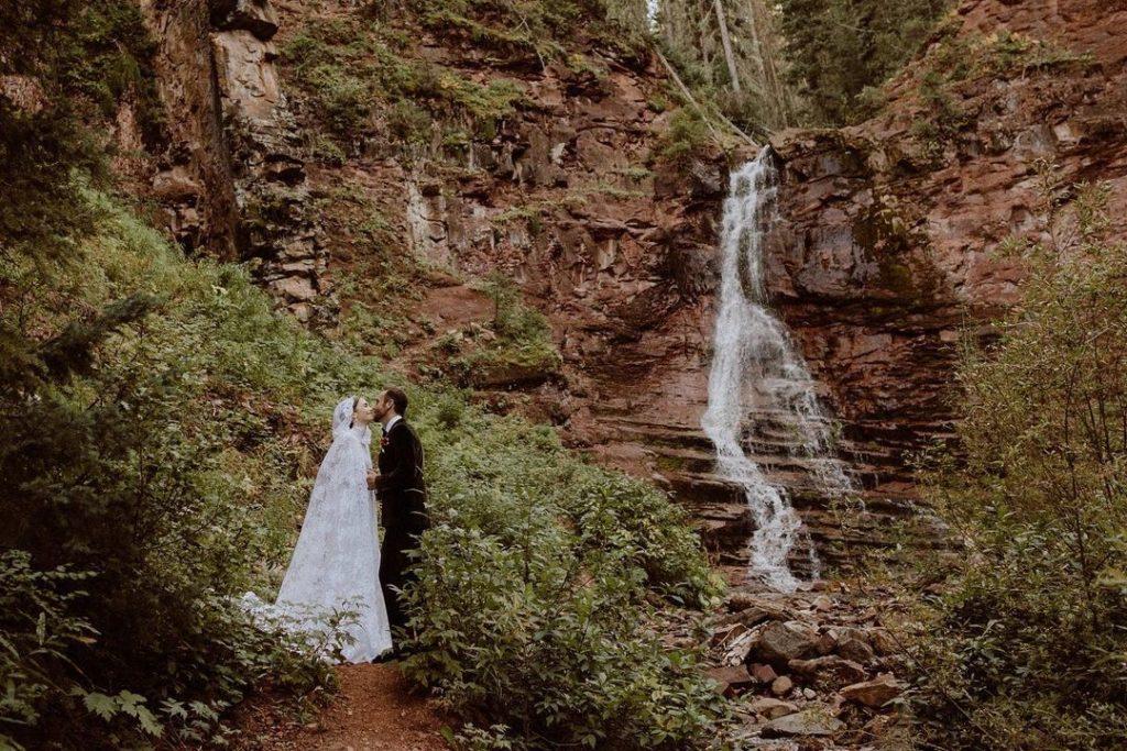 Лили Коллинз вышла замуж: как прошла ее свадьба?