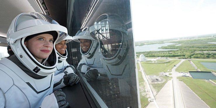 Илон Маск отправил в космос первый гражданский экипаж
