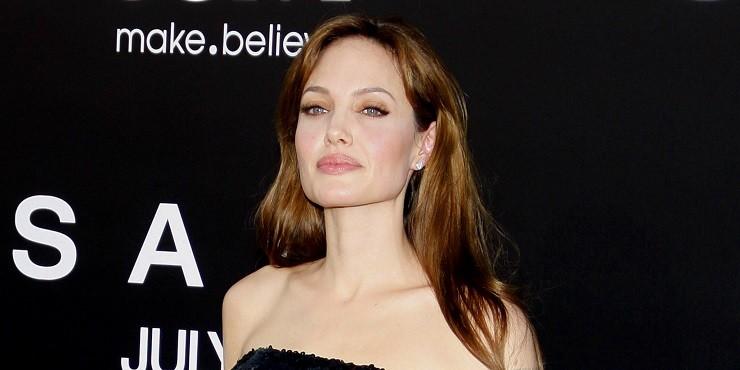 Анджелина Джоли рассказала о домогательствах Харви Вайнштейна, которые Брэд Питт игнорировал