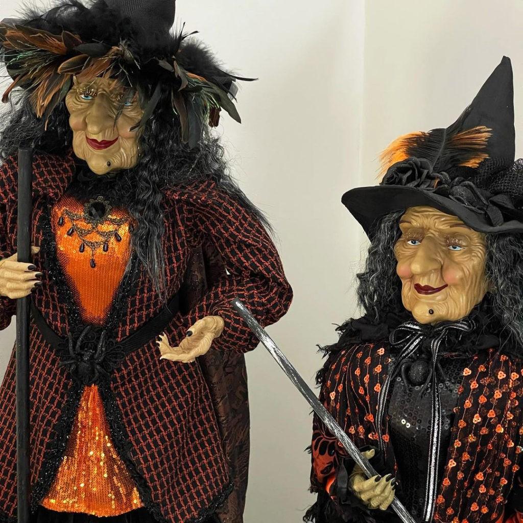 Семейство Кардашьян-Дженнер украшает дом к Хэллоуину