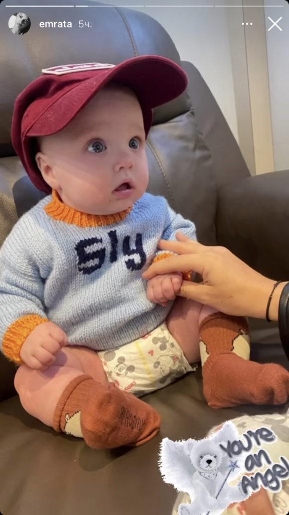 Эмили Ратаковски впервые показала лицо своего ребенка